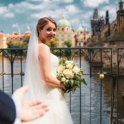 bryllup-i-hvitt-og-grønt-i-utlandet