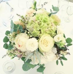 bryllupsblomster-i-hvitt-roser